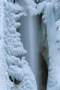 Uscita alla Cascata di Nardis regina dei ghiacci Scuola di formazione Donne del Mondo Nuovo a Verona